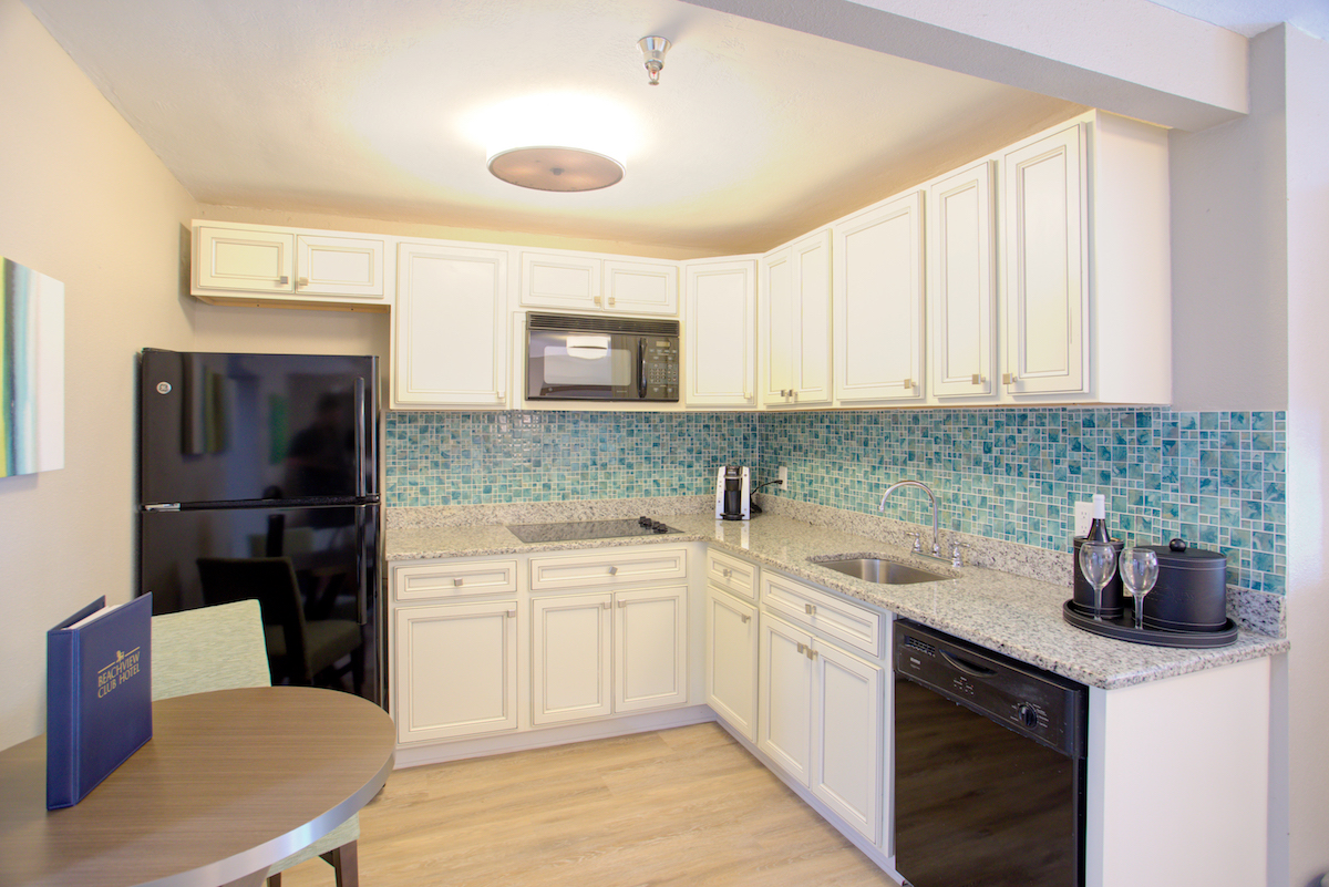 2 queen suite with full kitchen 4
